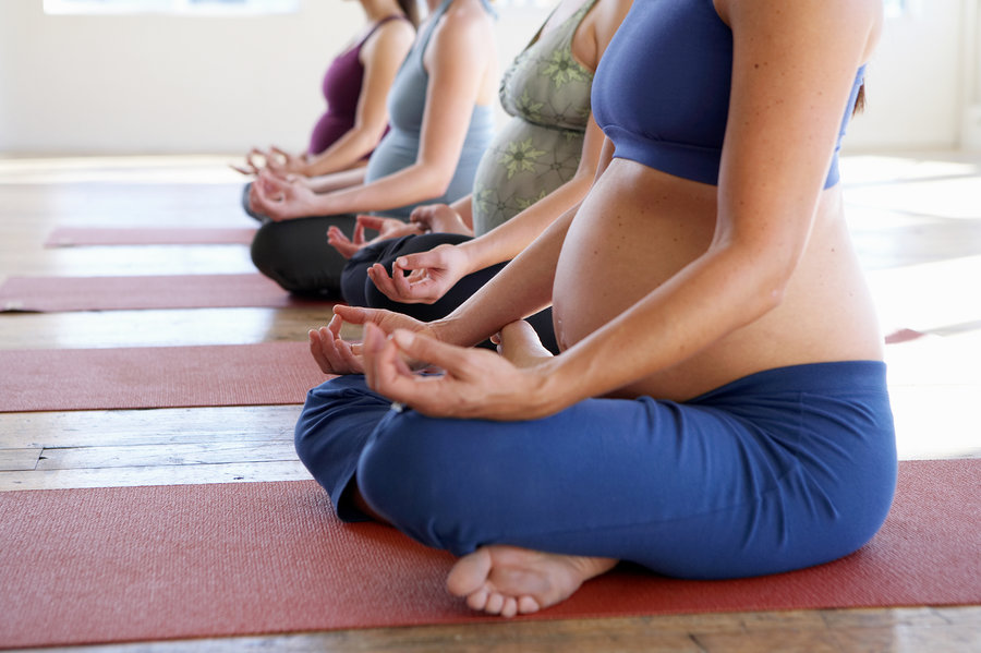 clase yoga prenatala