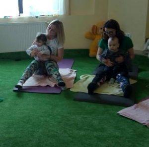 Yoga mama si bebelusul