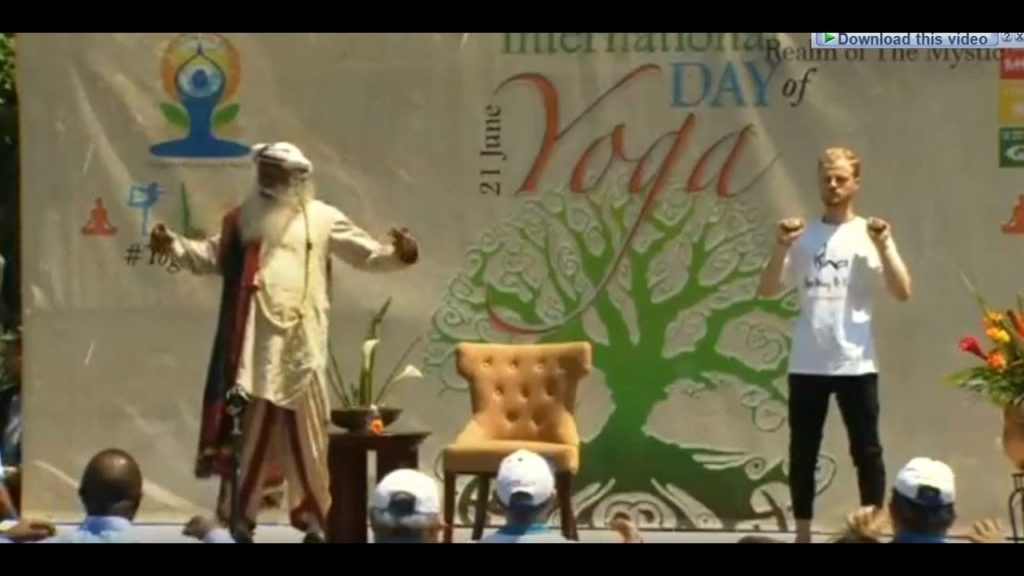 Rare video of Sadhguru himself Performing and Teaching Yoga Asanas